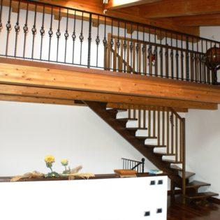 scala monotrave in legno
